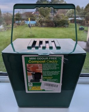 Compost caddy with charcoal filter.
