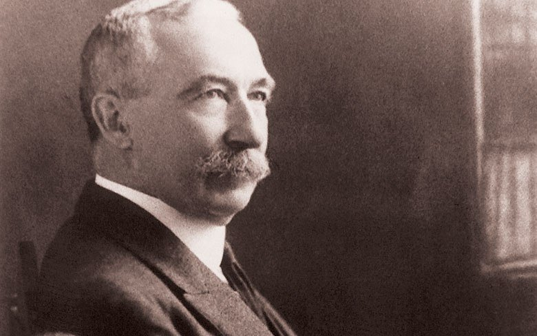 Head shot of Sir Albert Howard.
