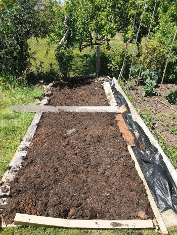Using compost to extend a no-dig bed.